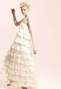 Volanele, la moda in vara 2010