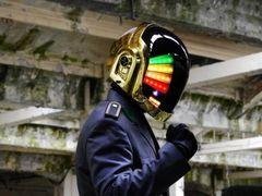 Foarte tare!Fanii grupului Daft Punk au inventat Punk Helmet