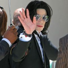 A murit Michael Jackson
